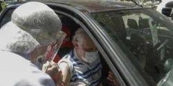 Com longa espera e congestionamento, SP vacina idosos entre 80 e 84 anos